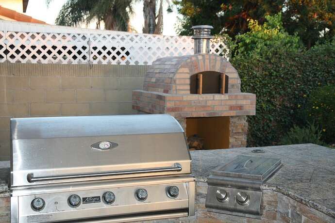 Outdoor Grill With Oven